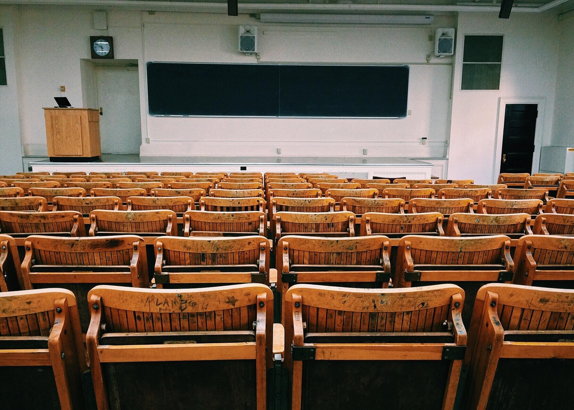 教师资格证竞争愈烈,教培行业能分得多少蛋糕?